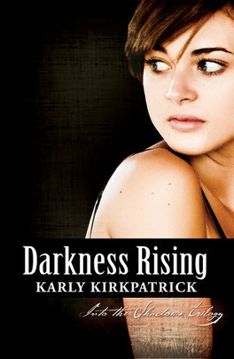 Couverture du livre : Into the Shadows Trilogy, Tome 2 : Darkness Rising