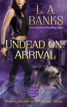 Couverture du livre : Les Arcanes de la Lune Rouge, Tome 3 : Undead on Arrival