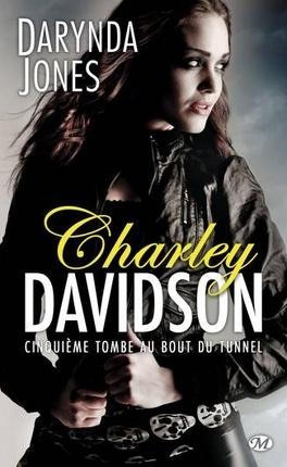 Couverture du livre : Charley Davidson, Tome 5 : Cinquième tombe au bout du tunnel