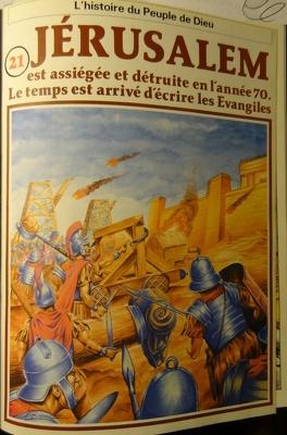 Couverture du livre : La bible en bande dessinée (Nouveau testament), tome 21 : Jérusalem est assiégée et détruite en l'année 70. Le temps est arrivé d'écrire les Evangiles