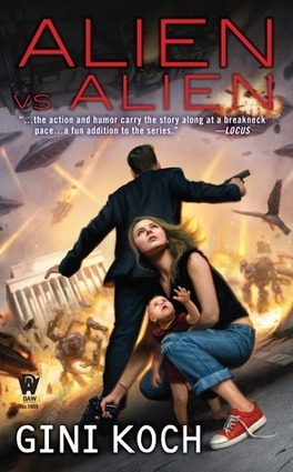 """Couverture du livre : Katherine """"Kitty"""" Katt, Tome 6 : Alien vs. Alien"""
