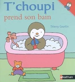 Couverture du livre : T'choupi prend son bain