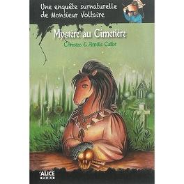Couverture du livre : Une enquête surnaturelle de monsieur Voltaire: Mystère au cimetière